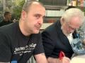 Medios. Firma en Feria del Libro con Forges